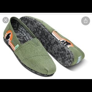 Toms wash green animal initiative sneakers 10